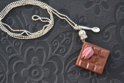Tablette de chocolat et macaron