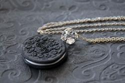 Biscuit au chocolat fourré à la vanille